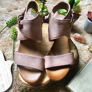 {Miz Mooz} NWOT Ankle Buckle Strap Mauve Sandals